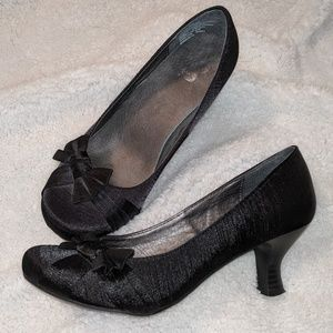 Kitten heels with bow size 6